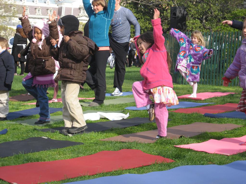 El yoga y los deportes para padres e hijos
