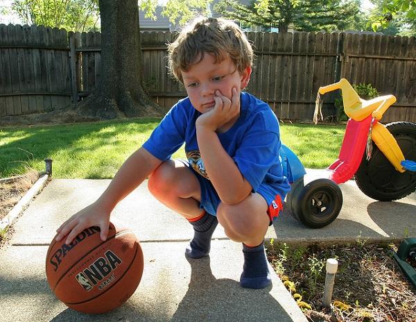El baloncesto de los deportes favoritos de los niños por equipos