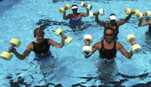 hacer ejercicio en las piscinas