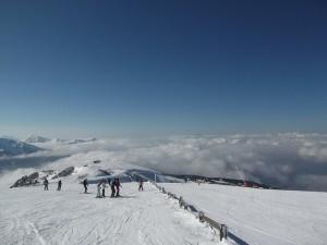 Deportes básicos para niños en la nieve esquí