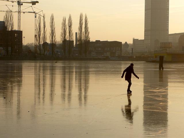 Deportes para niños en la nieve patinaje sobre hielo