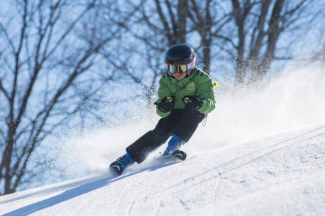El material indispensable de esquís para niños