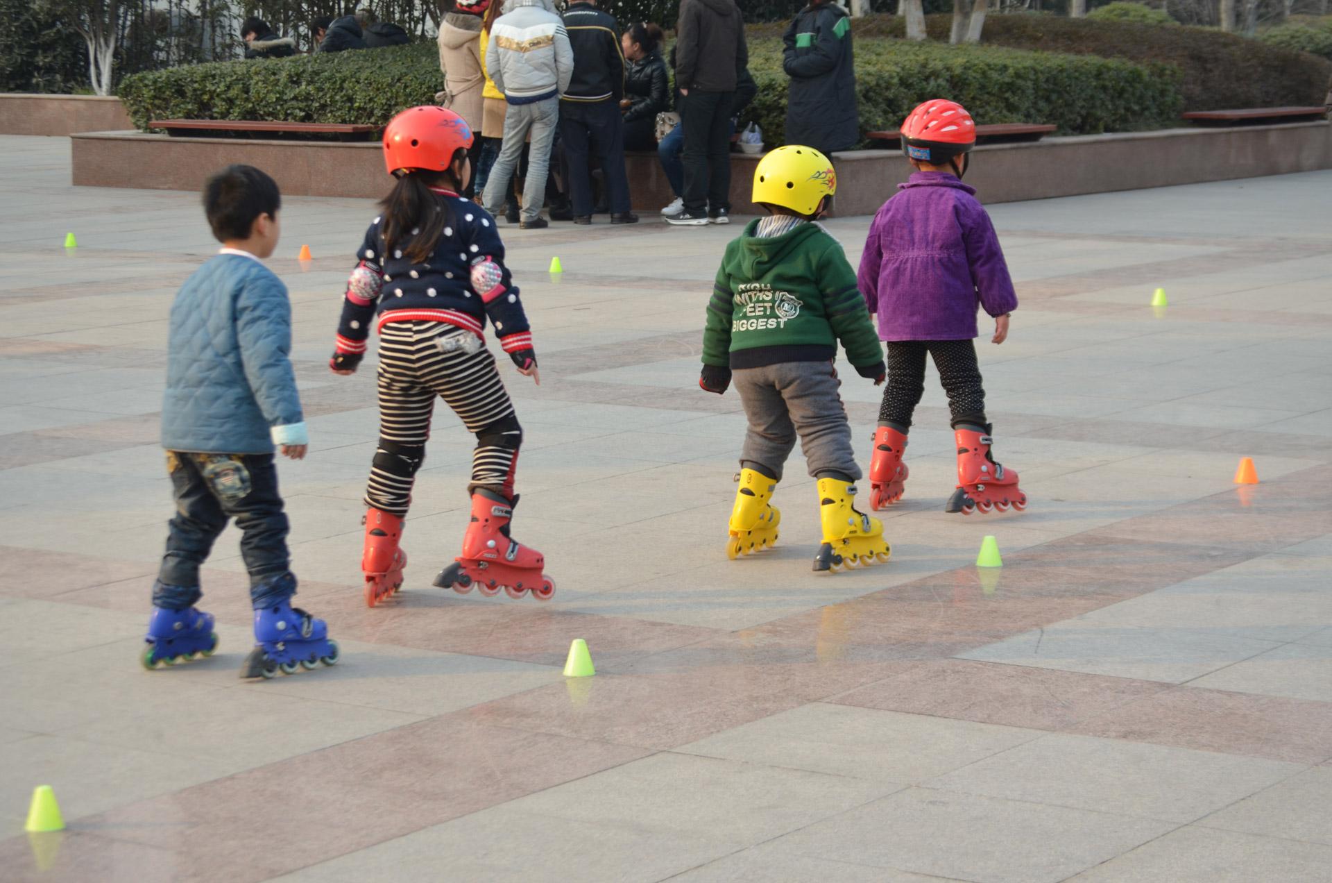 Deportes perfectos para toda la familia-Ventajas del deporte en familia-patinaje