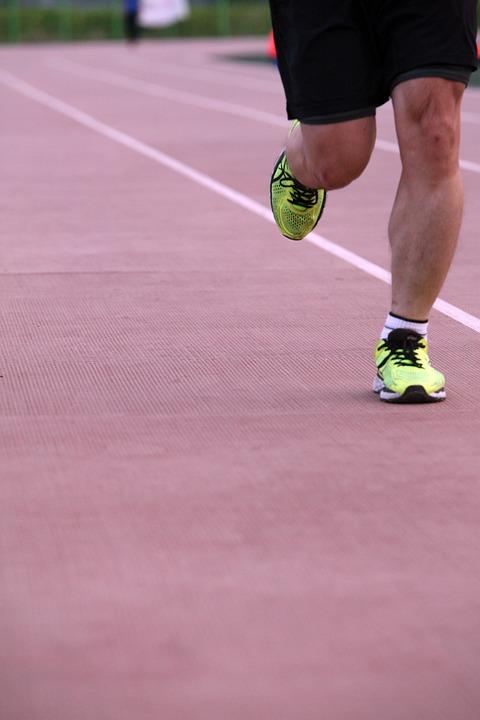 Beneficios del atletismo para niños-correr